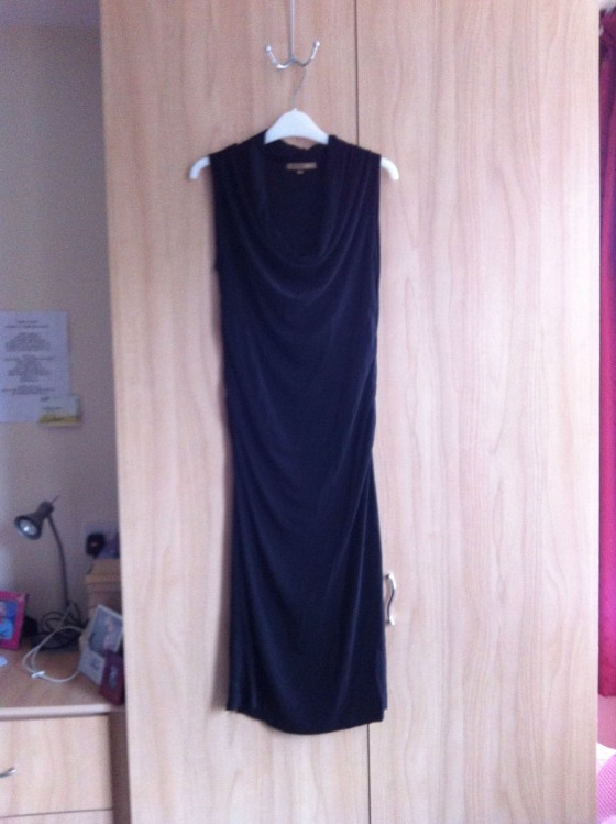 http://www.ebay.co.uk/itm/H-M-midi-pencil-wiggle-knee-length-fitted-dress-sould-fit-10-12-14-/140919831958?pt=UK_Women_s_Dresses&hash=item20cf79fd96